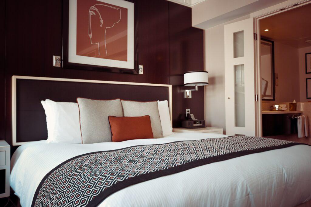 désinfection et stérilisation de l'air et des surfaces hotelie